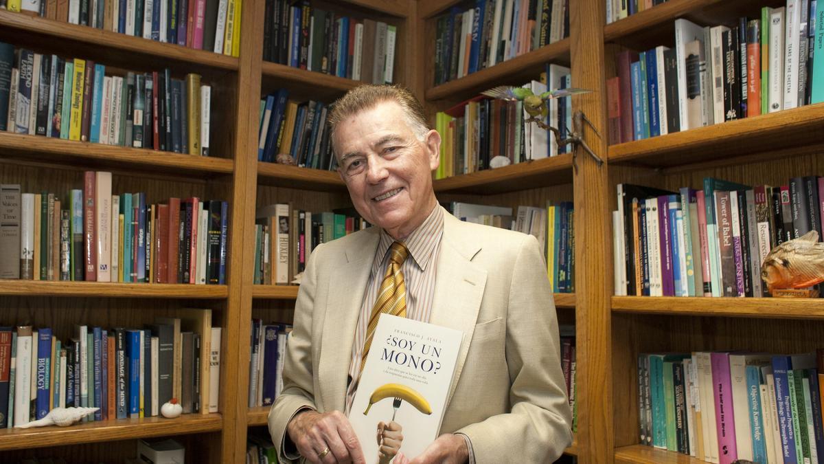 El biólogo evolutivo Francisco Ayala.