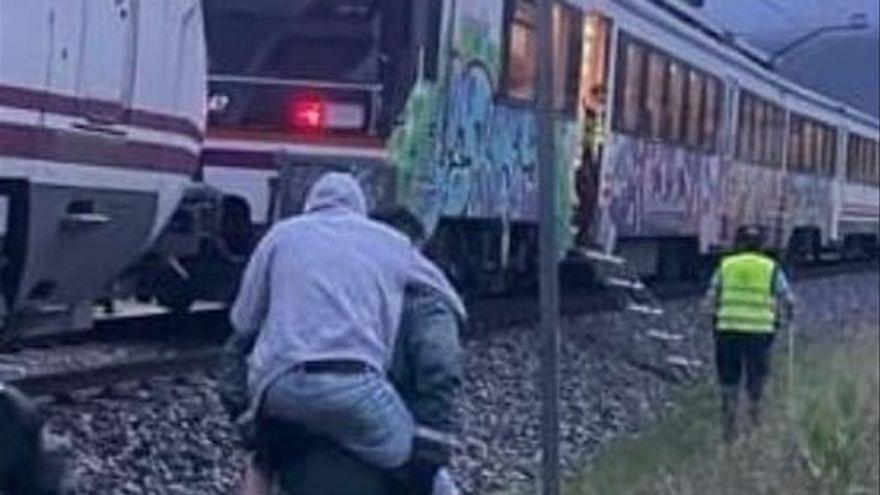 La Guardia Civil socorre a 144 pasajeros de un tren averiado en Navarra
