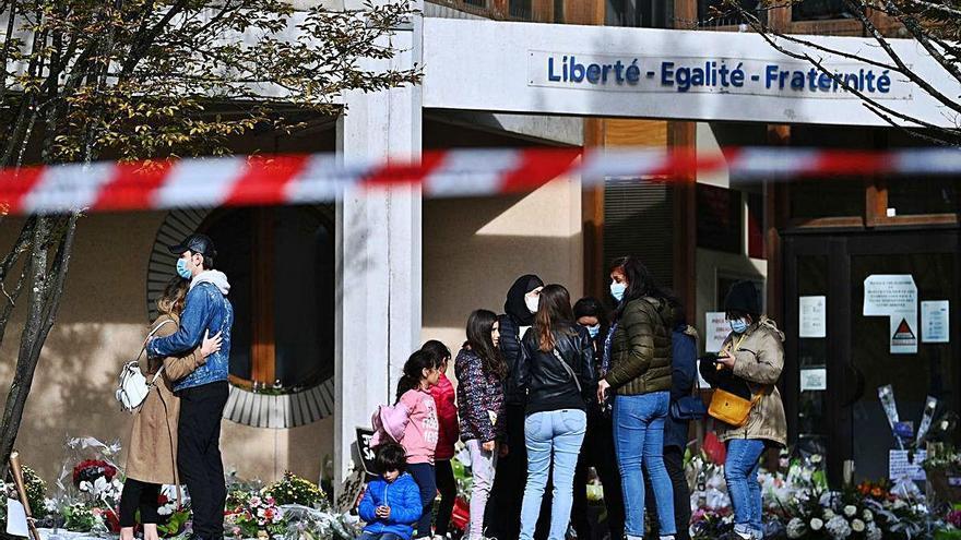 França arresta 80 persones que van avalar la decapitació del professor