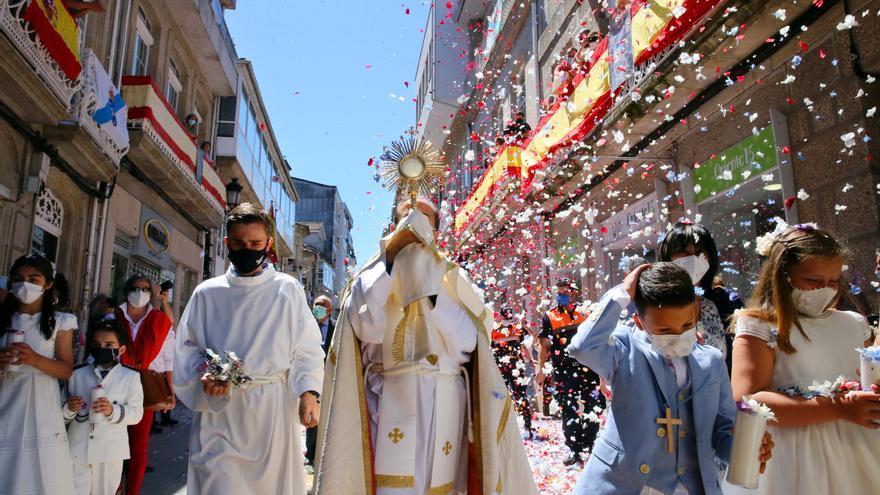 Día grande en Ponteareas al recuperar las alfombras del Corpus tras el COVID