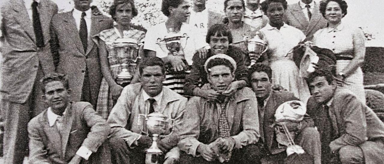 Campeones de España en los 50, con Jesús Domínguez, Manolo Guerra, Manuel Castiñeira y Ventura Ramírez, entre otros.