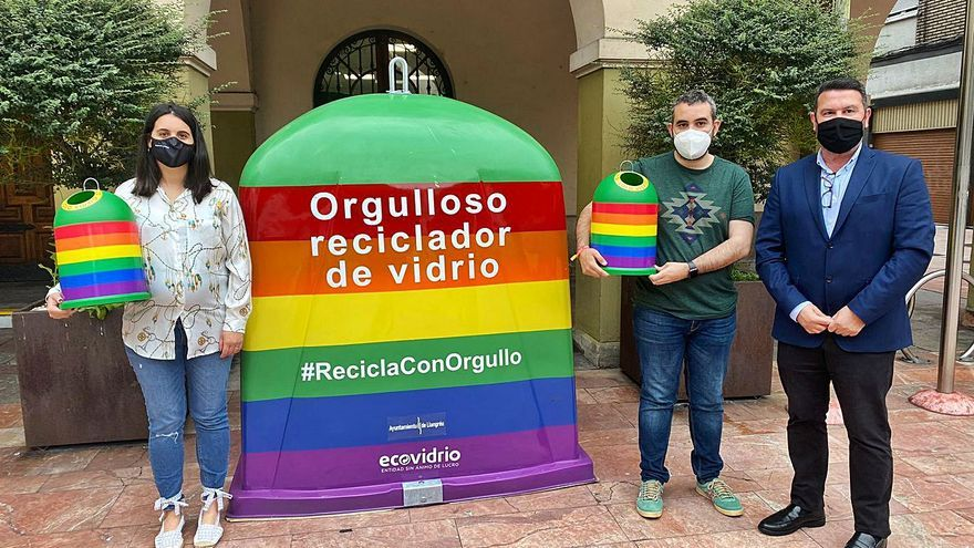 Langreo instala un contenedor arcoíris