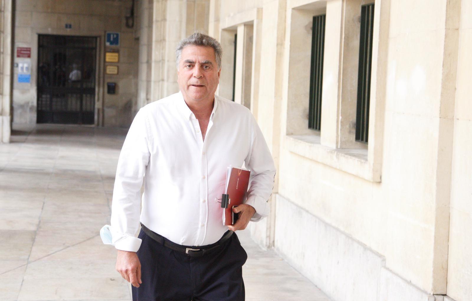 Enrique Ortiz a su llegada a la Audiencia