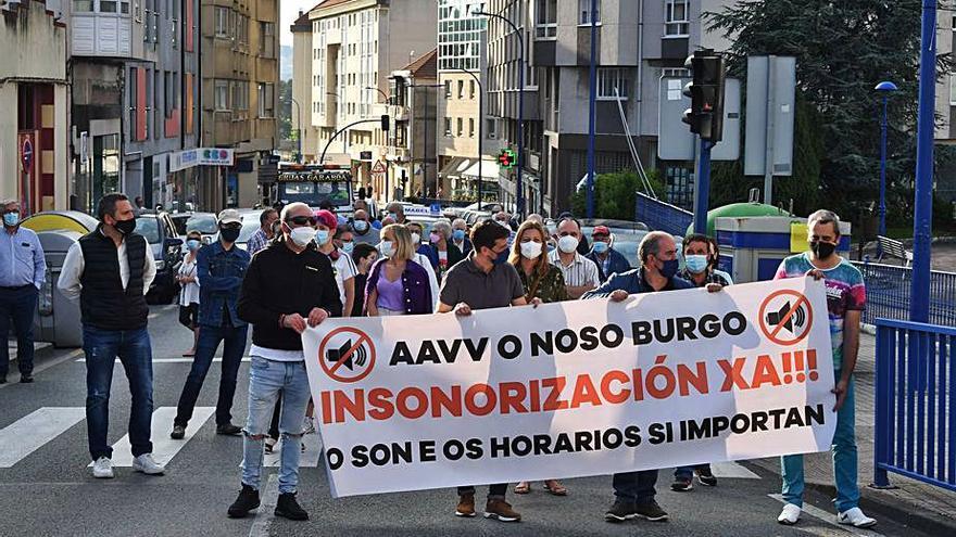 Vecinos de O Burgo protestan de nuevo para exigir medidas por la afección del aeropuerto de Alvedro
