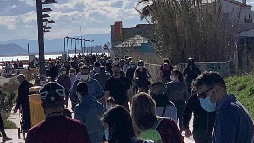 El Paseo de Pinedo, a reventar de visitantes