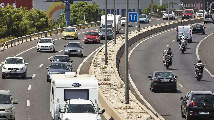 La falta del tren de la costa y la gratuidad de la AP-7 saturan el tráfico con València