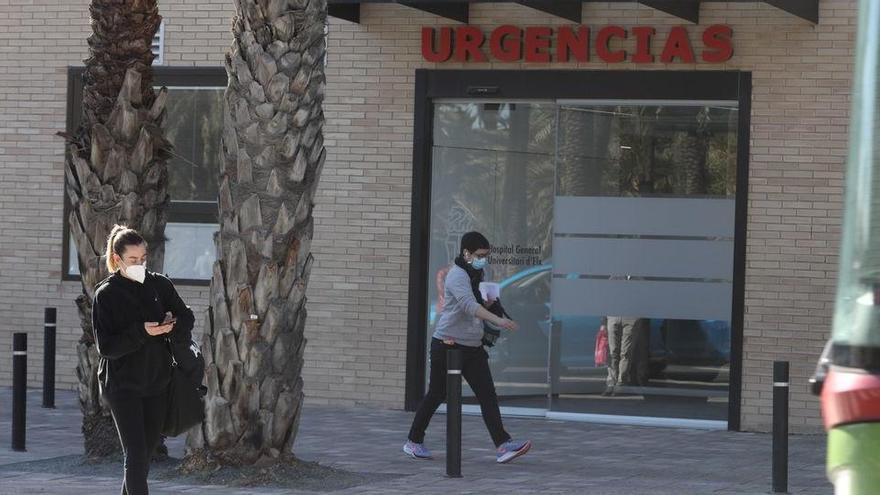 Una joven se cuela en el Hospital de Elche para emitir en directo por redes sociales
