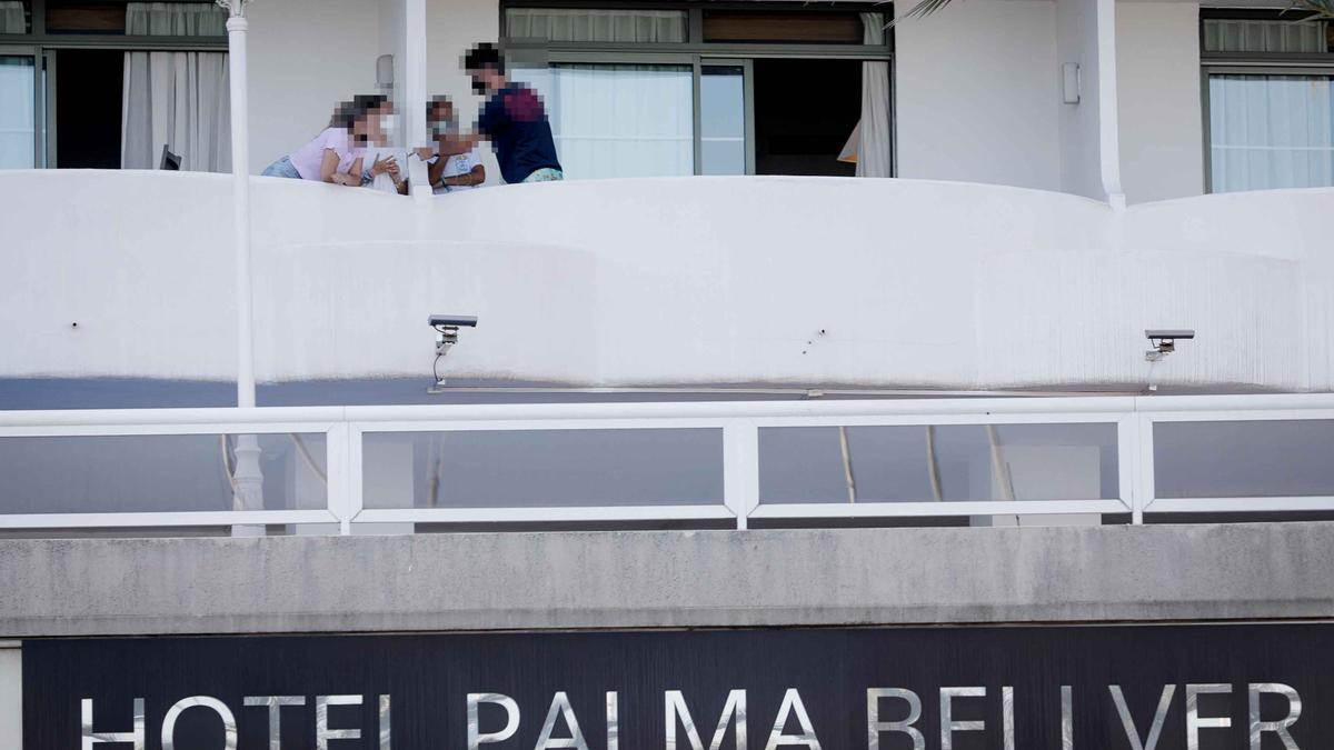 Jóvenes aislados en el hotel Palma Bellver