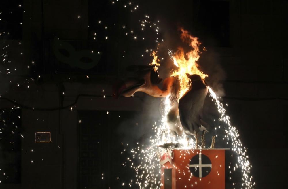 Redondela pone fin al Entroido con el concurso de disfraces y la quema del Meco