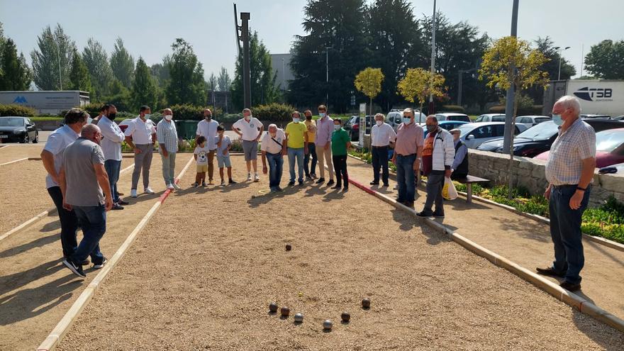 Los campos de petanca de O Burgo acogen su primer torneo