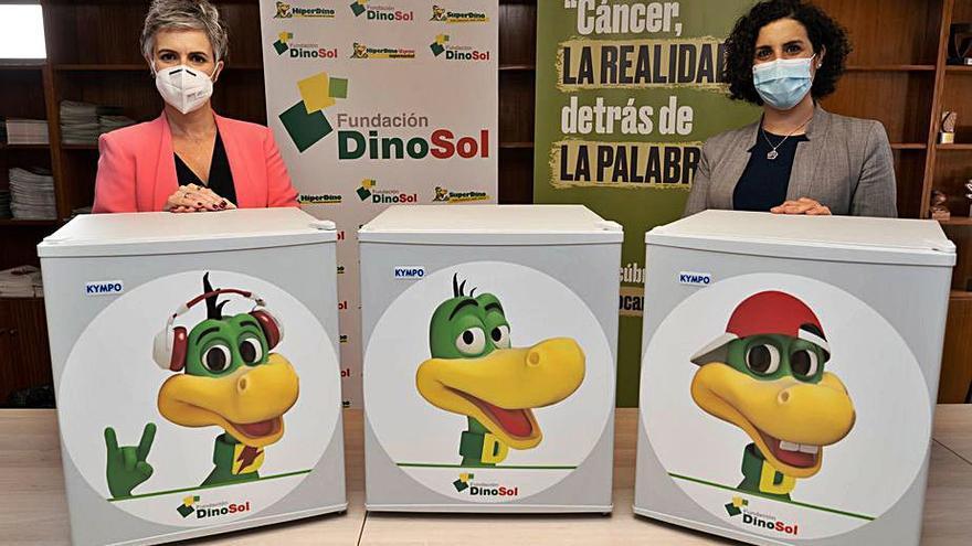 Fundación DinoSol entrega seis neveras a la AECC