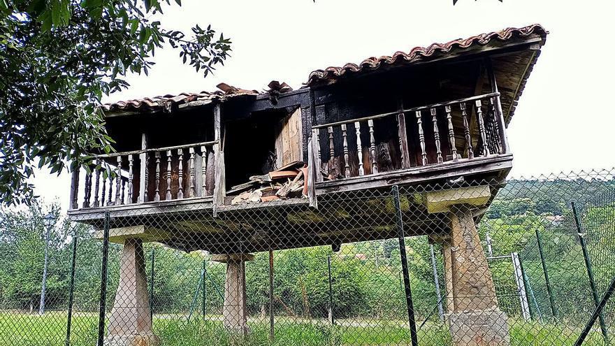 La Corredoria pide una actuación urgente para salvar sus hórreos