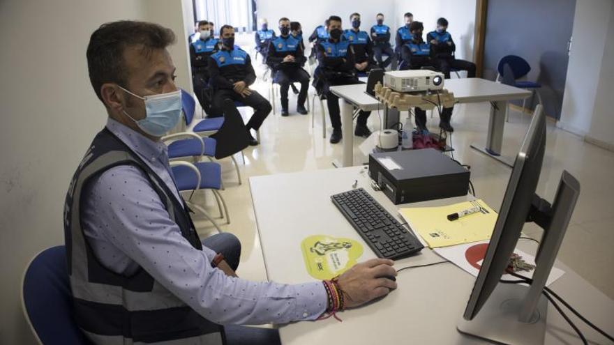 """Oviedo estrena su """"Policía de Barrio"""": los nuevos agentes municipales intensificarán la vigilancia en La Corredoria y el Antiguo"""