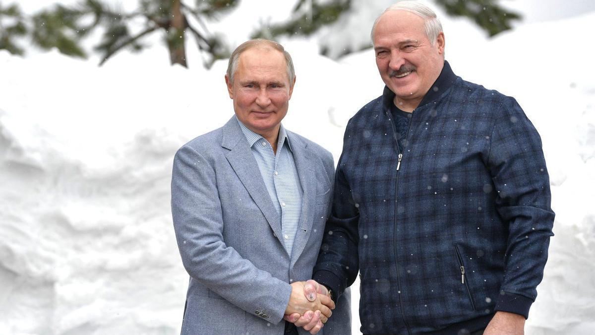 Los presidentes de Rusia y Bielorrusia, Vladimir Putin y Alexander Lukashenko.