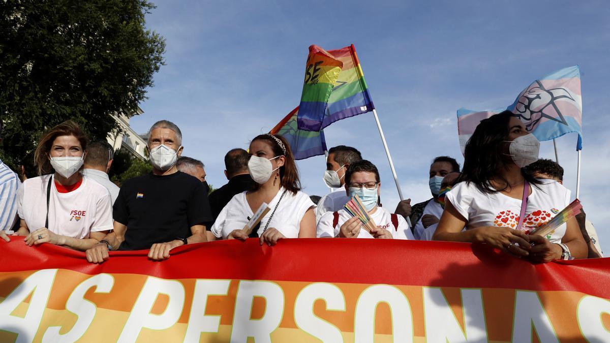 Marlaska a la cabeza de la manifestación del Orgullo en Madrid.