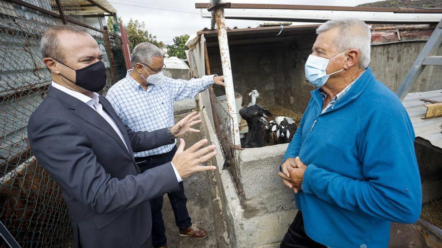 Los vecinos de  La Montañeta reclaman mejoras en el saneamiento y las calles