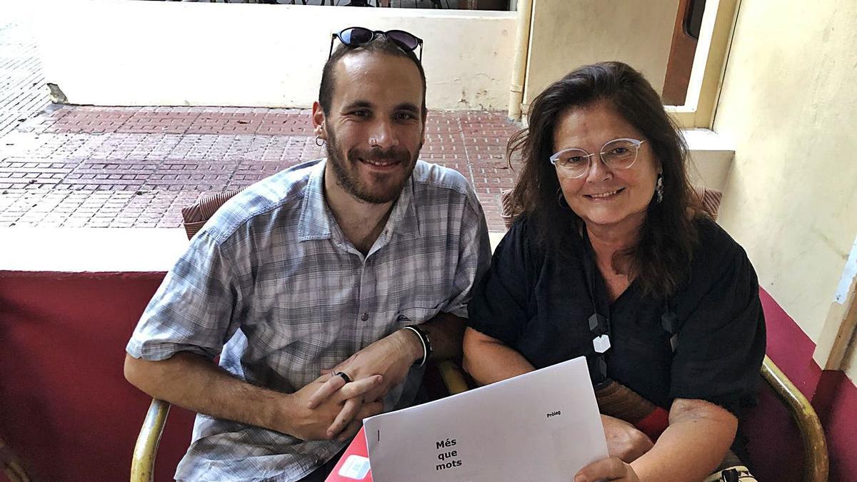 Reunión en agosto de 2020 entre el ilustrador Marc Roig y la escritora Iolanda Bonet.
