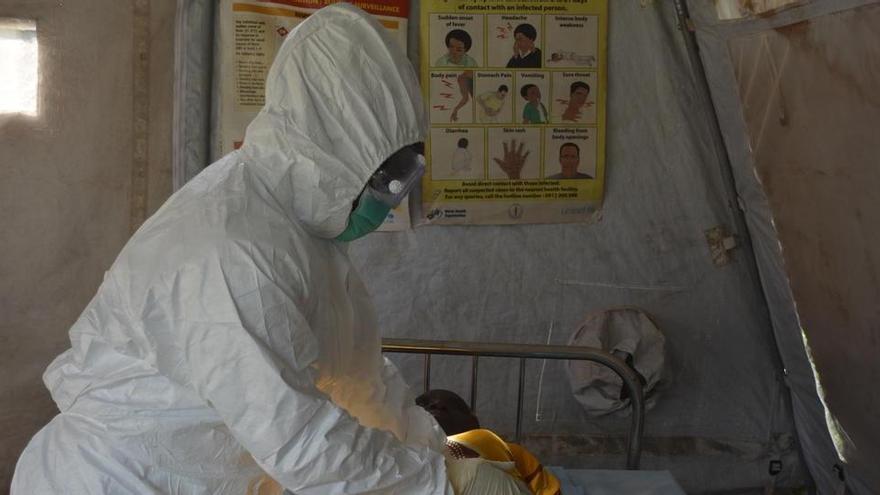 La OMS alerta a varios países africanos por los brotes de Ébola en RD Congo y Guinea