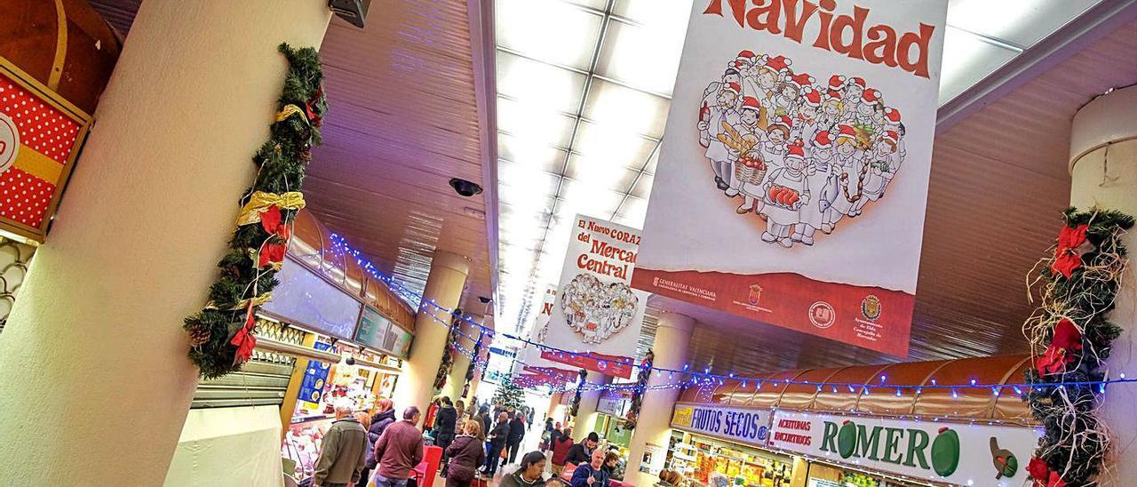 Imagen de archivo de la campaña de compras navideñas en el Mercado Central de Elda.