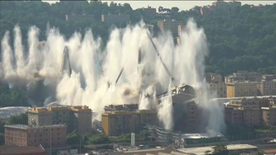 Así ha sido la espectacular demolición del puente Morandi de Génova