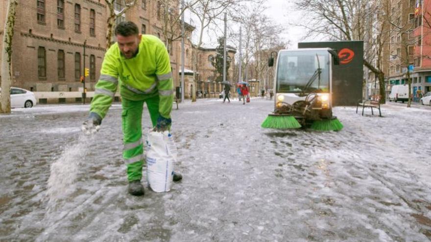 Alertan de los riesgos ecológicos de fundir la nieve con sal