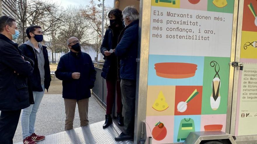 Campanya per fomentar el reciclatge d'envasos al Mercat de Salt