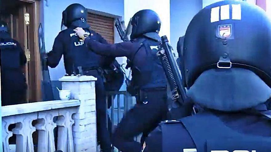 """Caen 3 narcos que intentaban asentarse en Asturias con violentos """"vuelcos"""""""