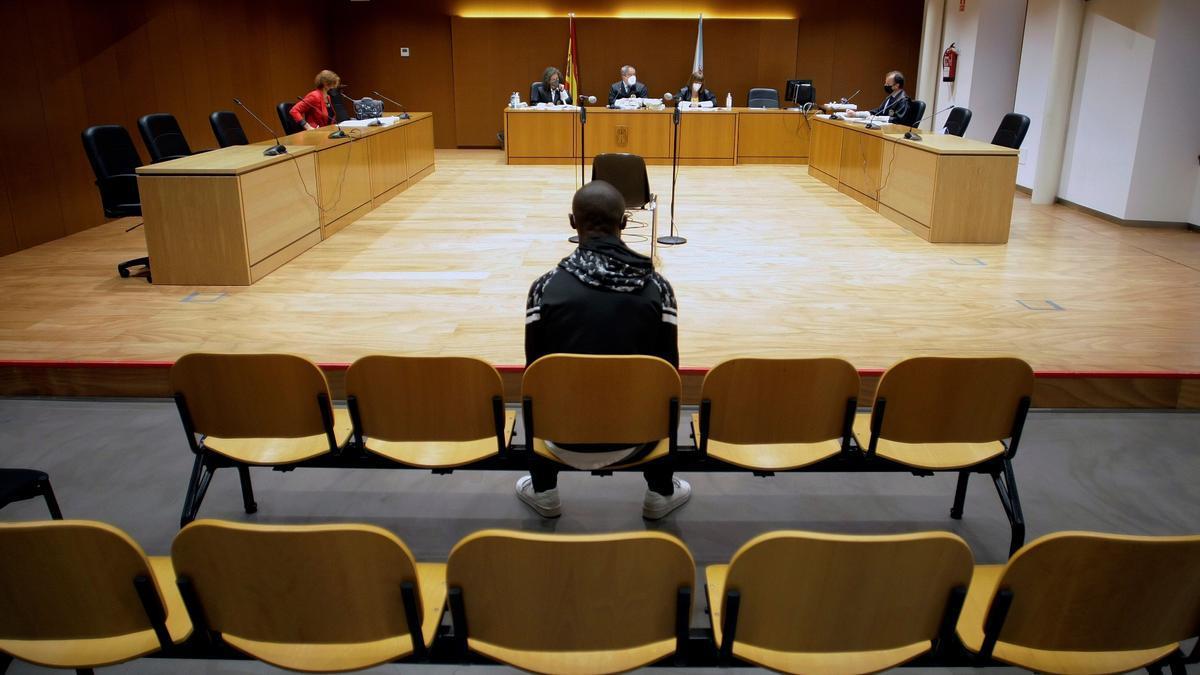 Juicio en la Audiencia Provincial de A Coruña por el timo de los billetes tintados.