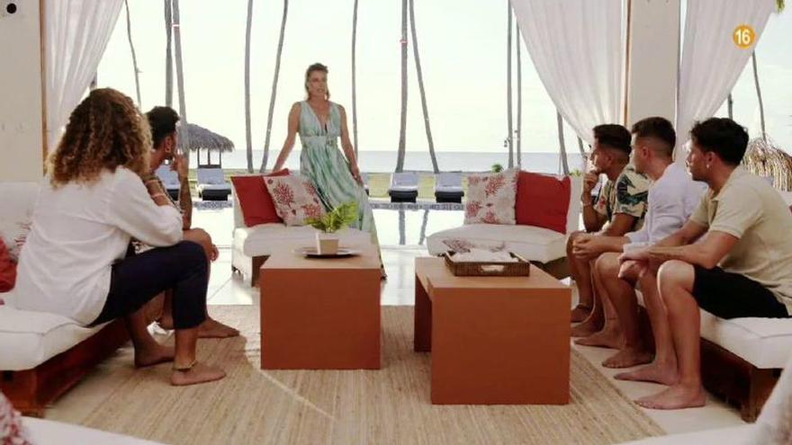 Desvelan quién es la primera pareja en romper dentro de la Isla de las Tentaciones de Telecinco