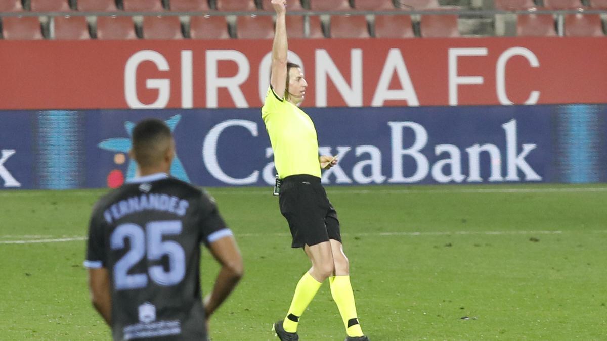 Iglesias Villanueva va expulsar Bernardo en l'afegit del Girona-Almeria