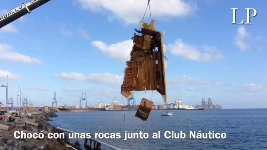 Rescate del catamarán que encalló junto al Club Náutico de Las Palmas de Gran Canaria