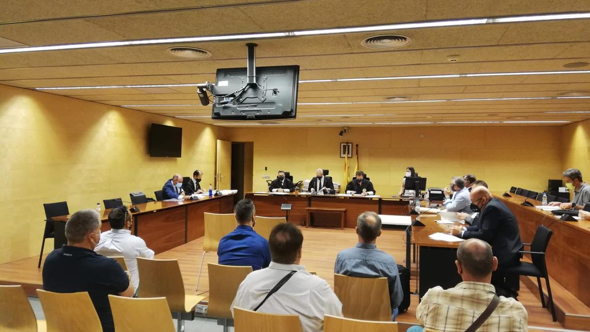 Els acusats d'estafar més de 800.000 euros a Banc Sabadell