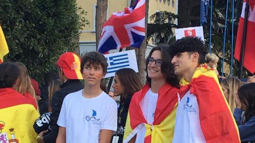 Los regatistas del Náutico Cangas Pedro Cordeiro, Manuel Gestido y Anxo García, en el Mundial de Italia