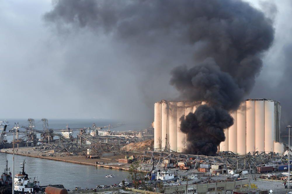 Fuerte explosión en un almacén de Beirut.