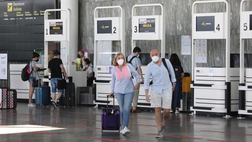 El aeropuerto de Zaragoza recupera en julio el 75% de los pasajeros que movía en 2019 antes del covid