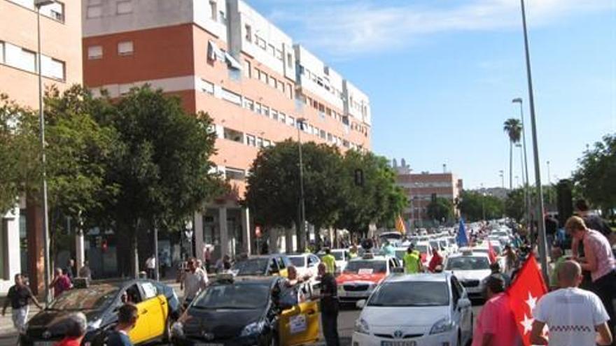 Autacor celebra que el TSJA le da la razón contra la pretensión de la CNMC de liberalizar el taxi