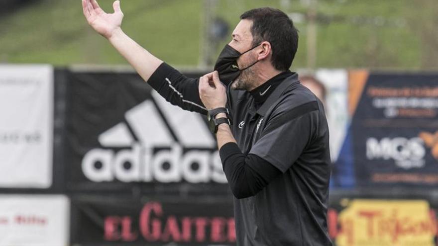 La primera decisión del Sporting tras el descenso del filial: elegir al entrenador