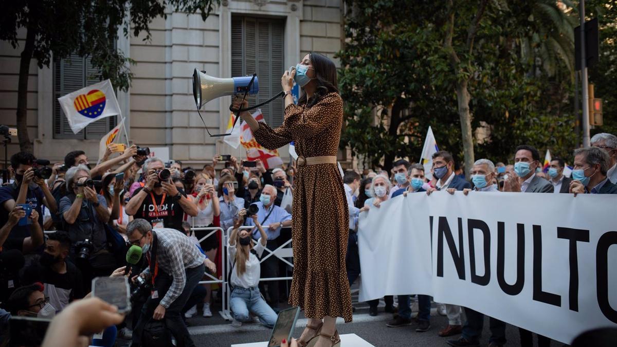 La líder de Cs, Inés Arrimadas, en la concentración en contra de los indultos del 1-O en Barcelona.
