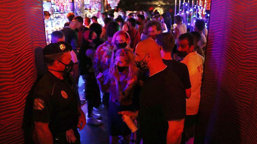 La Xunta diseña la desescalada de pubs y discotecas para que reabran a principios de verano