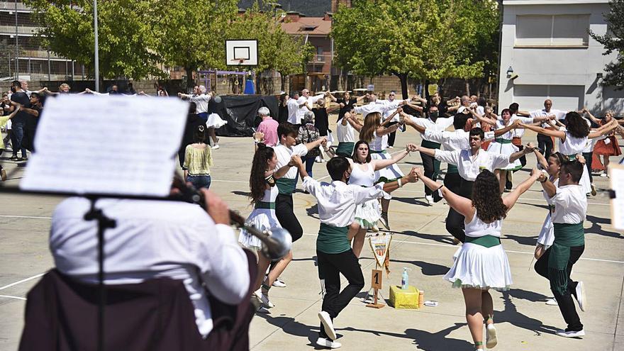 Artés torna a ballar sardanes al ritme de la 37a edició del Sarau Artesenc