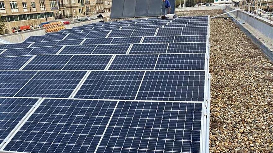 La Cofradía de Cangas instala paneles fotovoltaicos con ayuda de la consellería