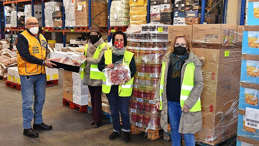 El Club de Leones recoge y dona alimentos