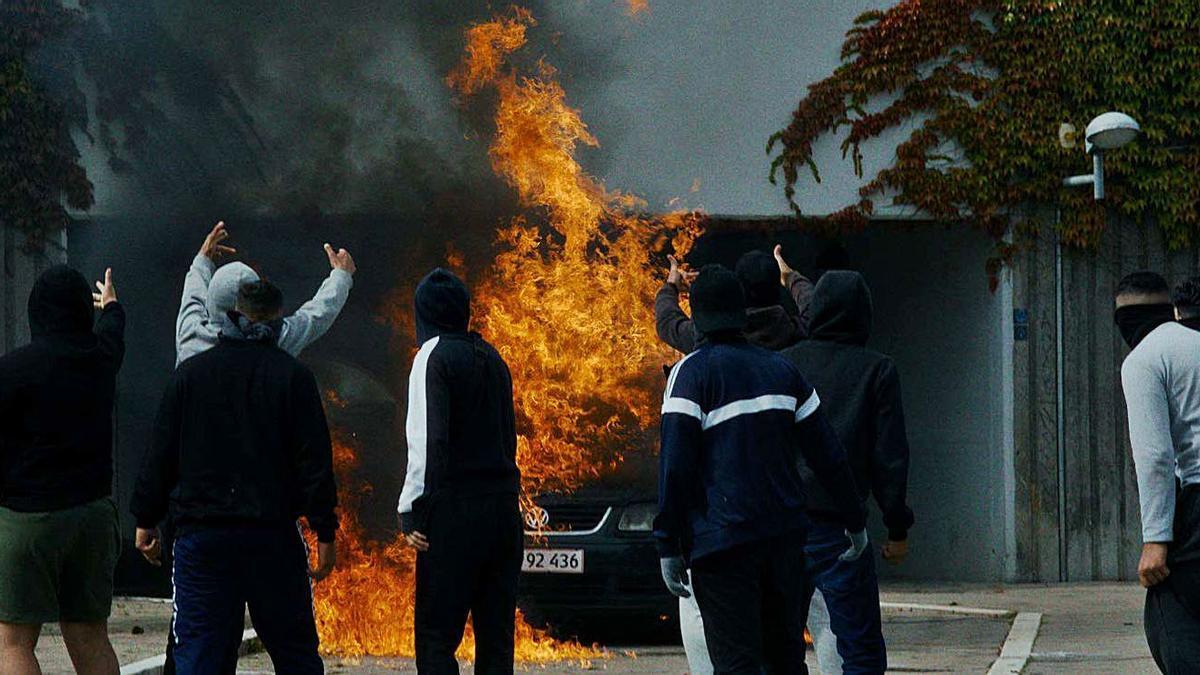 En un context de marginalitat i precarietat, una acció de la policia desferma una revolta violenta | KOCH FILMS