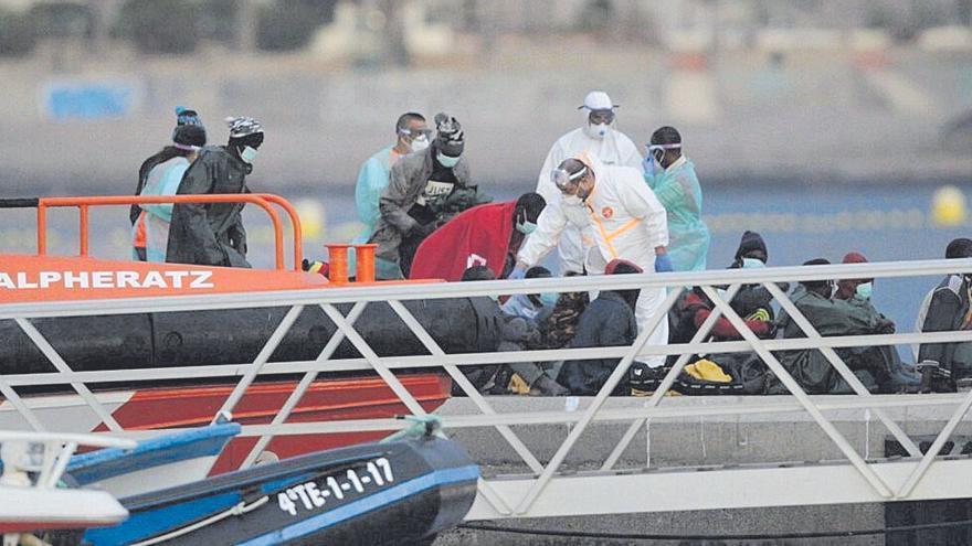 Cinco heridos en una patera llegada a Tenerife