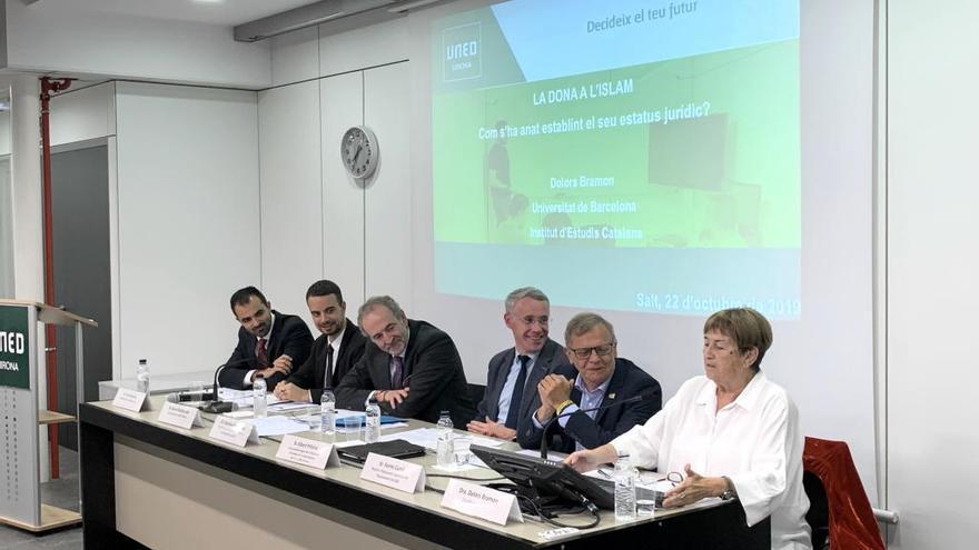 Dolors Bramon obre el nou curs de la UNED Girona parlant de «La dona a l'Islam»