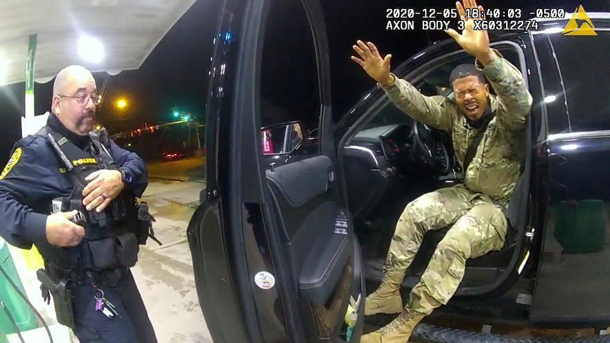 Nuevo caso de brutalidad policial en Virginia, EEUU, contra un militar negro