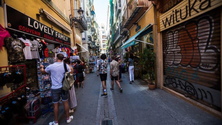 Benidorm y València: un verano a medio gas