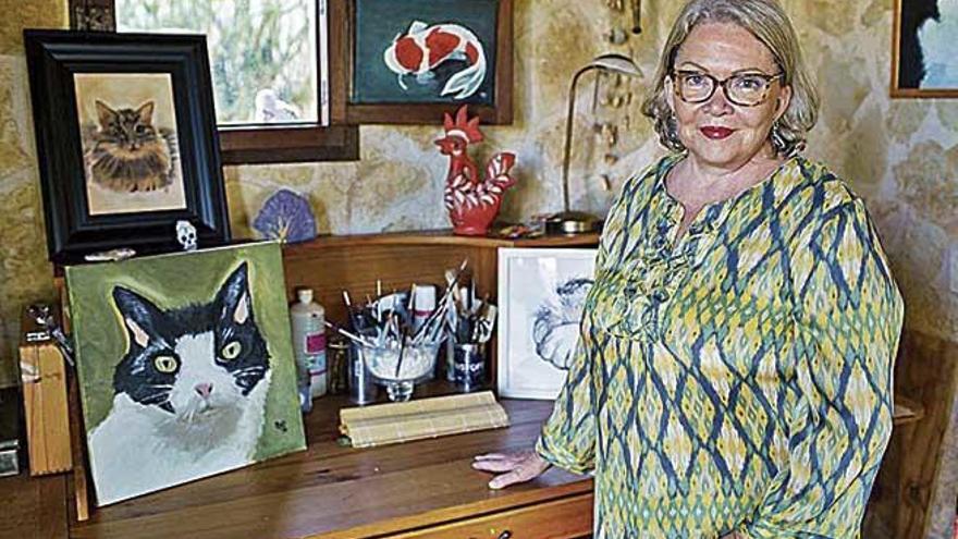 Sandra Carl cumple a sus 71 años un sueño de juventud, su primera exposición de pinturas