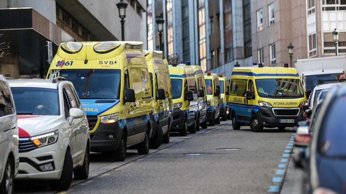 Ambulancias en los accesos al hospital Povisa de Vigo.