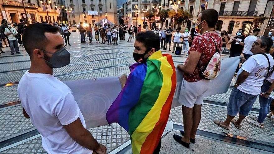 Alcoy exige combatir el odio hacia el colectivo LGTBI